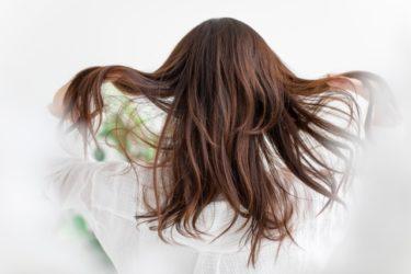女性の白髪・リタッチ式白髪隠しを使ってみた「ビゲンヘアマスカラの場合」
