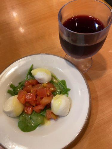 私のストレス解消法は、サイゼリヤでワインを『ひとり呑み』